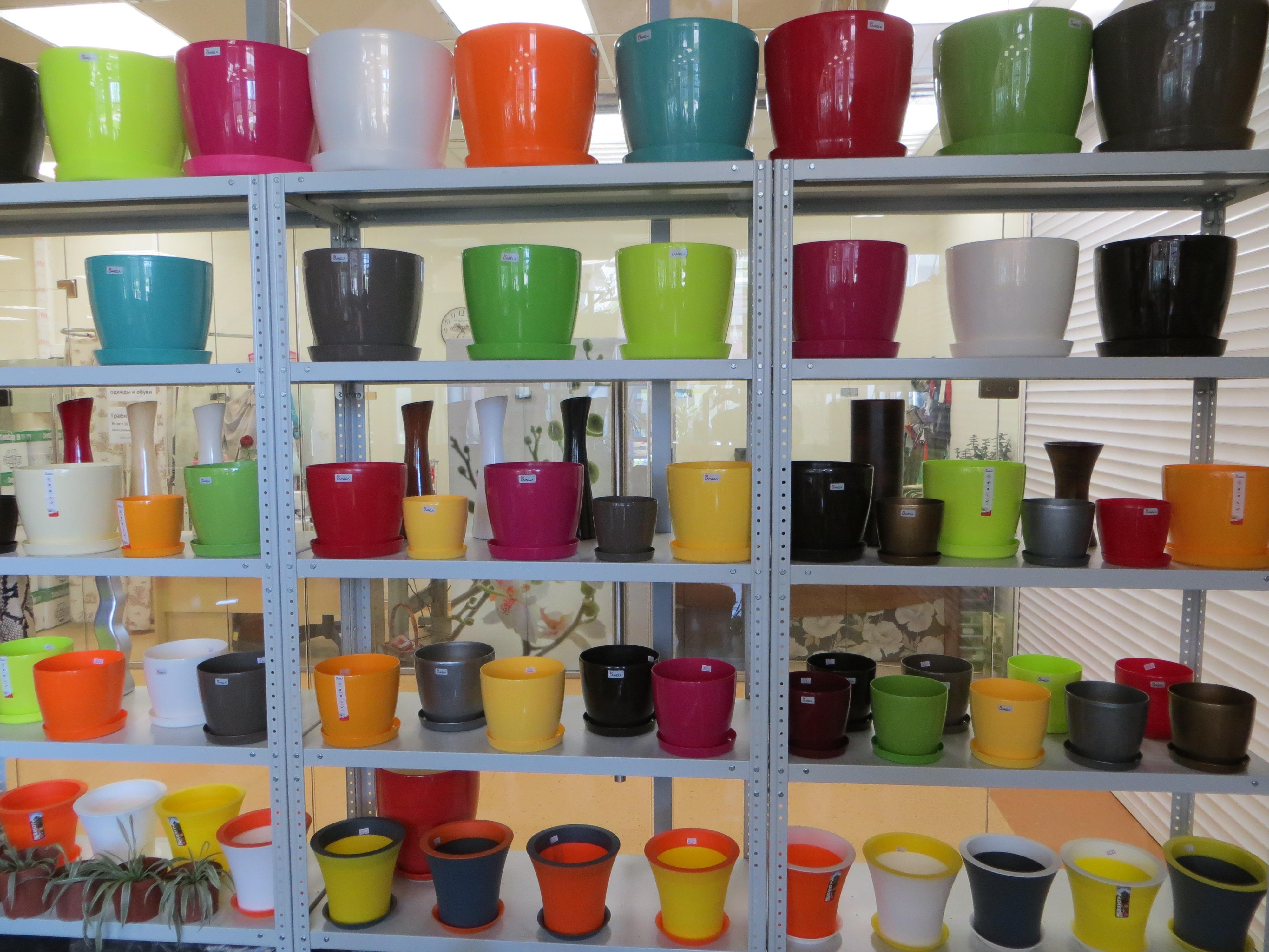 Поставка садовых фигур, ваз для цветов и кашпо.