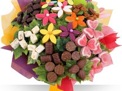 Необычные букеты из игрушек и конфет